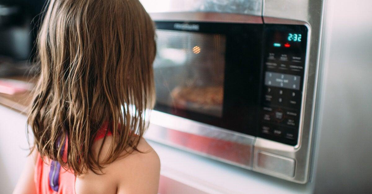 8 Perbedaan Oven dan Microwave, Mending Mana?