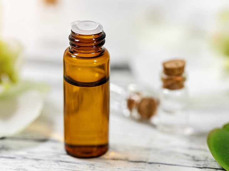 Thieves Oil: Research, Benefits, How to Use