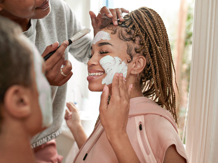 9 Benefits of a Yogurt Face Mask and How to DIY It