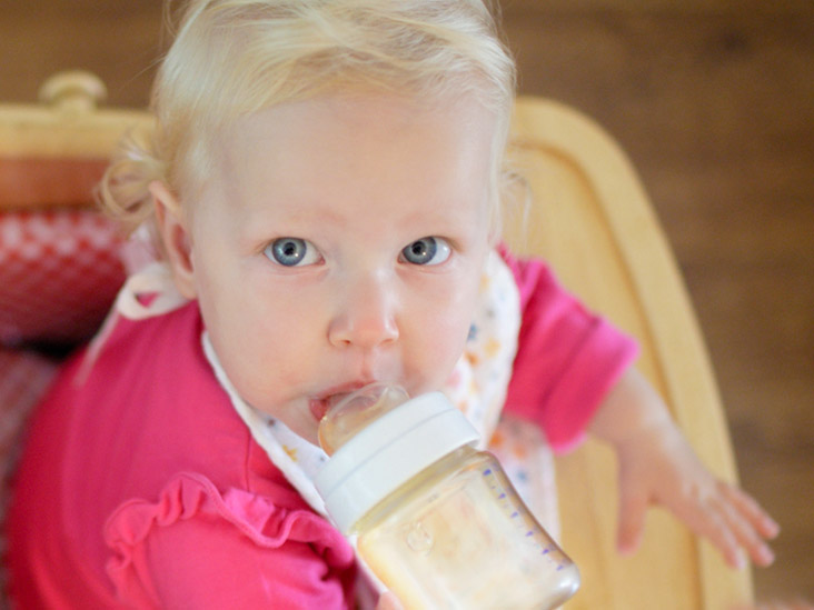 When Can Babies Drink Water: Age Recommendations and Hydration Tips