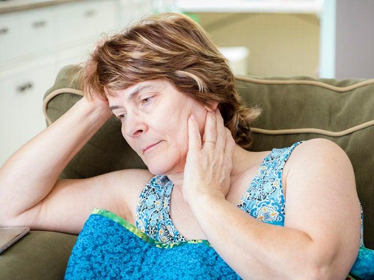 orina marrón turbia y dolor de espalda