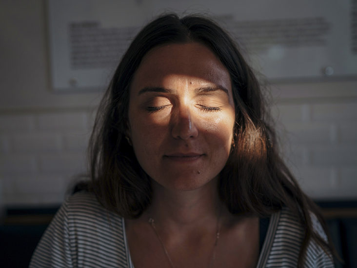 How to Spot the Early Signs of a Migraine Aura