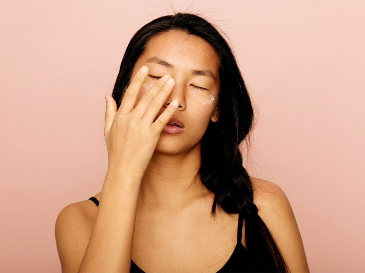 How to Apply Eye Cream and Ingredients to Look For