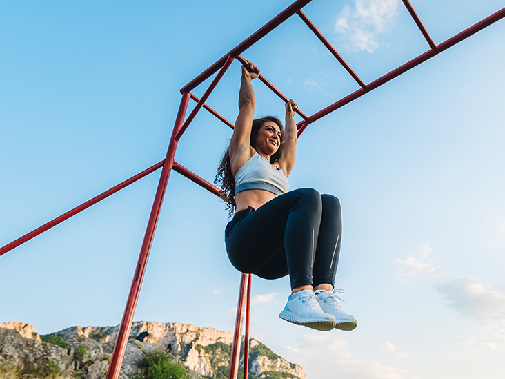 For a Great Core Workout, Give Hanging Knee Raises a Try