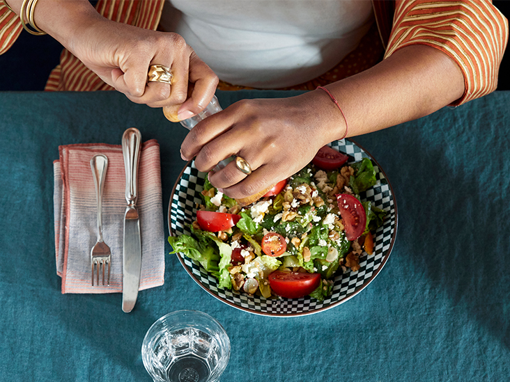 How Many Calories Are in Salad? Different Types and Toppings