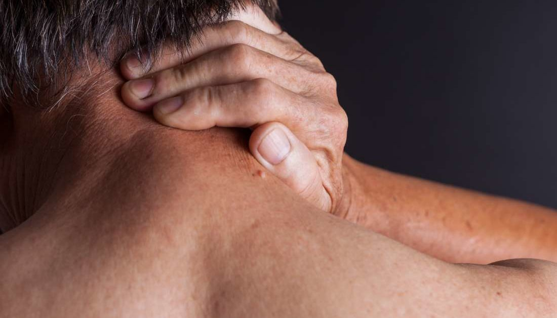 can fibromyalgia lead to knee joint cramp after that swelling